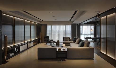 Residence C:  客廳 by 相即設計有限公司