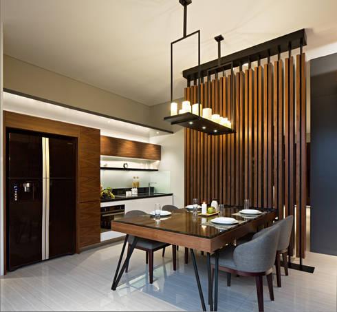 Dining Room:  Ruang Makan by INERRE Interior