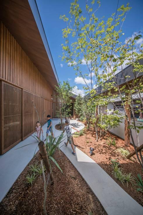 庭: 武藤圭太郎建築設計事務所が手掛けた庭です。