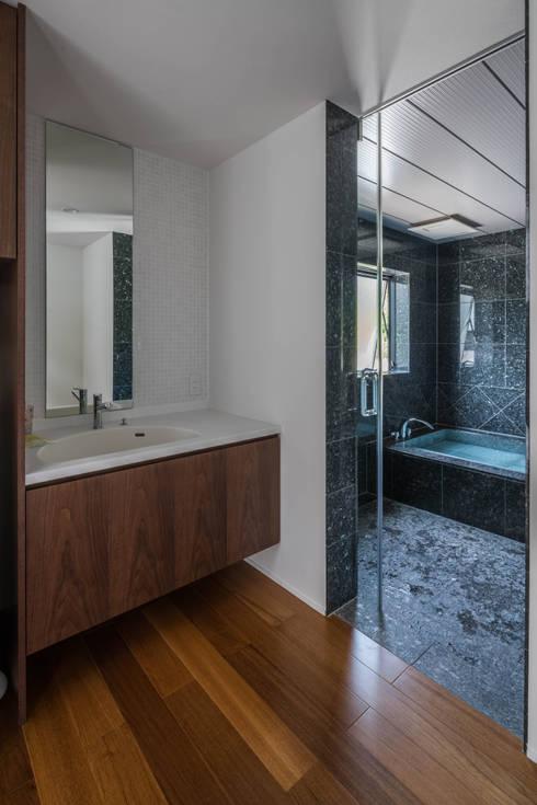 Phòng tắm by 武藤圭太郎建築設計事務所