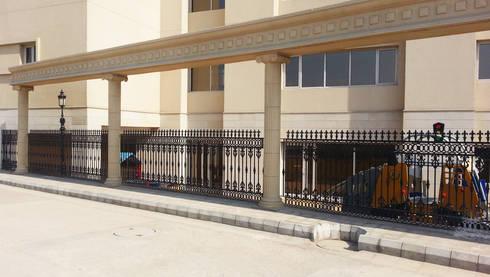 Delhi Public School (DPS), Gurgaon:  Corridor, hallway & stairs  by Karara Mujassme India