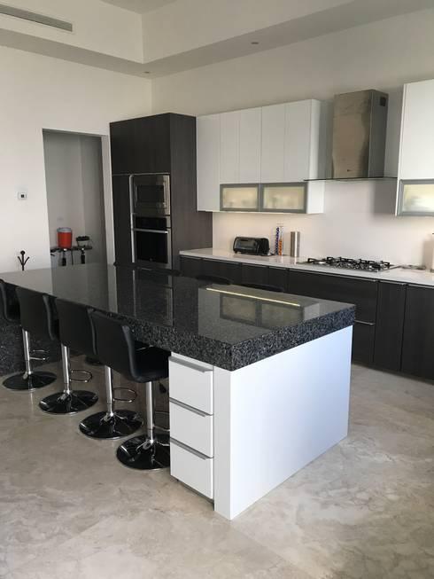 Cocina en mdp y alto brillo de caoba muebles homify cocina en mdp y alto brillo thecheapjerseys Choice Image