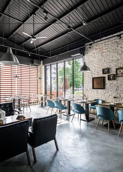 白貓散步 Gatto Bianco:  餐廳 by 理絲室內設計有限公司 Ris Interior Design Co., Ltd.