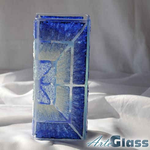 Vase blue white 20 cm square: modern Living room by ArteGlass