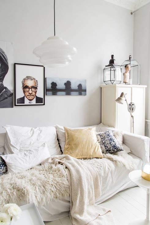 Lichte woonkamer, geschilderd met Classico krijtverf in de kleur Ashes:  Woonkamer door Pure & Original