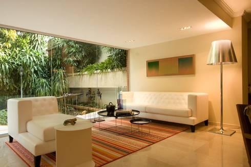 CASA MF: Salas / recibidores de estilo minimalista por Complementos C.A.