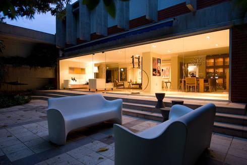 CASA MF: Terrazas de estilo  por Complementos C.A.