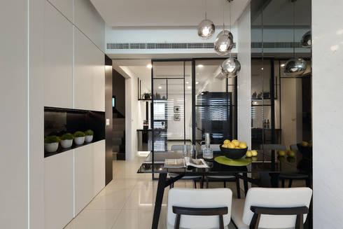 最簡單的黑白,卻藏著最精彩的語彙:  餐廳 by 奇承威設計事業
