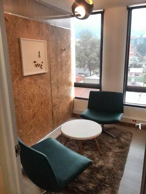 SALA DE REUNIONES: Oficinas y Tiendas de estilo  por IngeniARQ