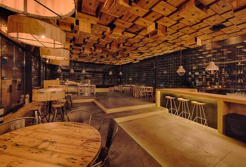 RESTAURANT: Comedores de estilo minimalista por Martínez Arquitectura