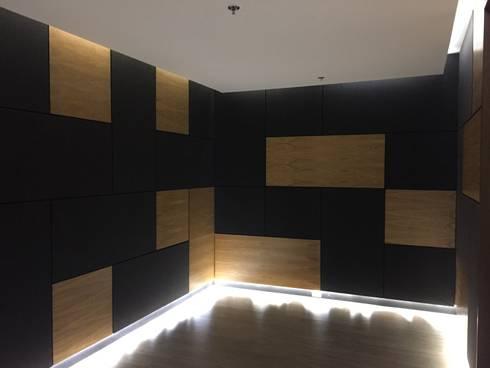 Sala descanso: Salas de estilo moderno por Bustos + Quintero arquitectos