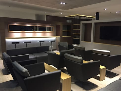 Sala tv: Salas de estilo moderno por Bustos + Quintero arquitectos