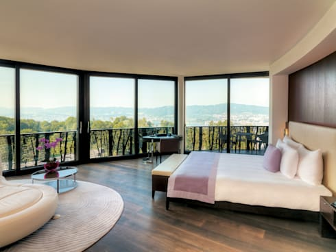 Junior Suite: modern Bedroom by The Dolder Grand