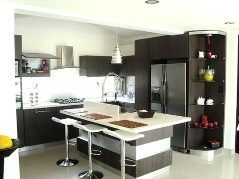 Casas Campestres : Cocinas de estilo moderno por Arquitectos y Entorno S.A.S