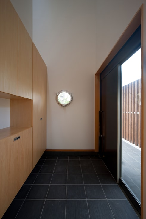 I邸: アイ・エイチ・エー設計が手掛けた廊下 & 玄関です。