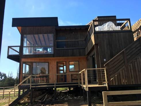 Cabaña Catrianca, Pichilemu: Casas de estilo moderno por EstradaMassera Arquitectura