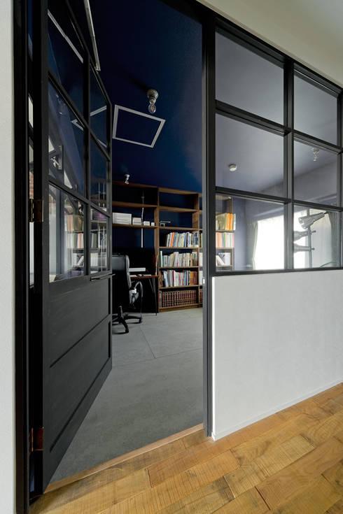 NYブルックリンスタイルリノベーション: 東京・横浜 ハコプラスリノベーションが手掛けた書斎です。