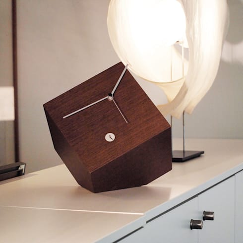 Tothora Box 15 - Wenge: modern Living room by Just For Clocks