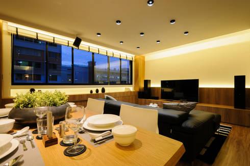 Design & Build Project: Resale HDB Apt @ Serangoon Ave 3: scandinavian Living room by erstudio Pte Ltd