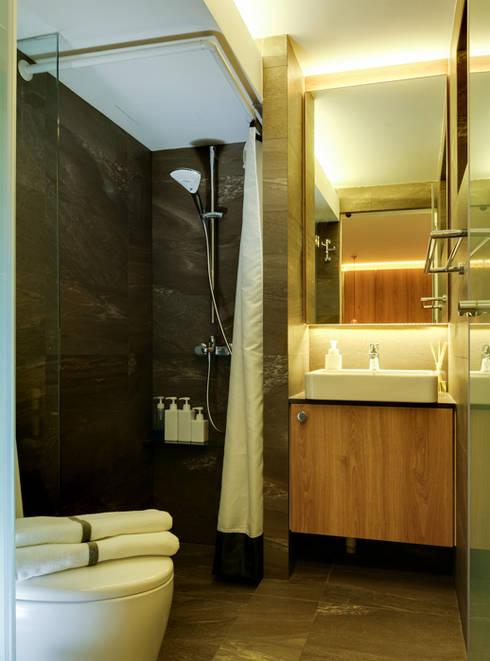 Design & Build Project: Resale HDB Apt @ Serangoon Ave 3: scandinavian Bathroom by erstudio Pte Ltd