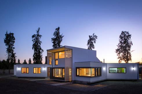 Casa Passalaqua: Casas de estilo moderno por GITC