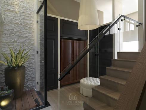 彰化T宅:  更衣室 by Ho.space design 和薪室內裝修設計有限公司