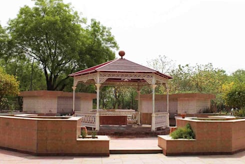 Cast Iron Hexagonal Gazebo :  Garden  by Karara Mujassme India