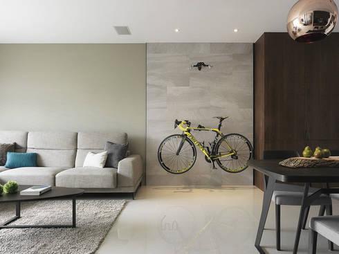 景川匯L宅:  客廳 by Ho.space design 和薪室內裝修設計有限公司