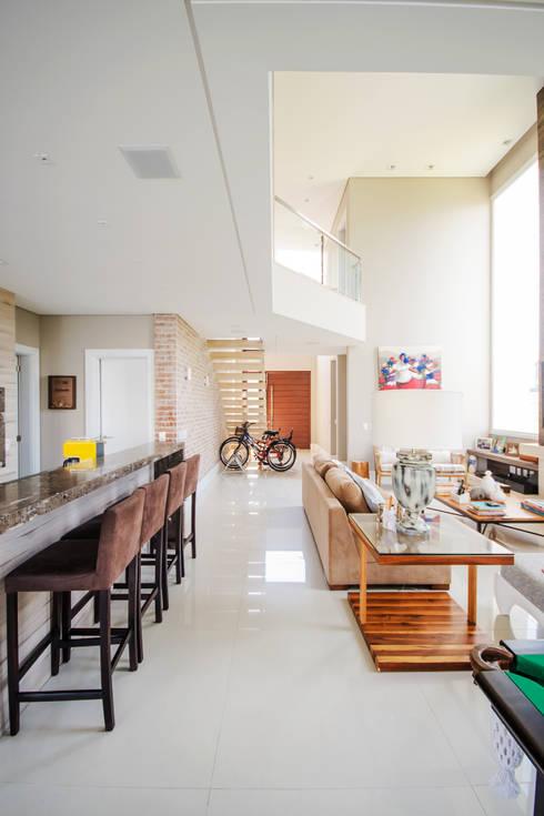 Salas de estilo  por Arquiteto Vinicius Vargas