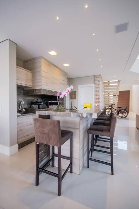 Cocinas de estilo moderno por Arquiteto Vinicius Vargas