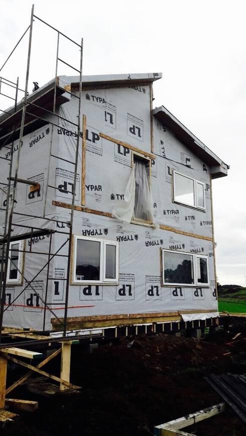 Proyectos Actuales: Casas ecológicas de estilo  por Constructora Patagonia Sustentable