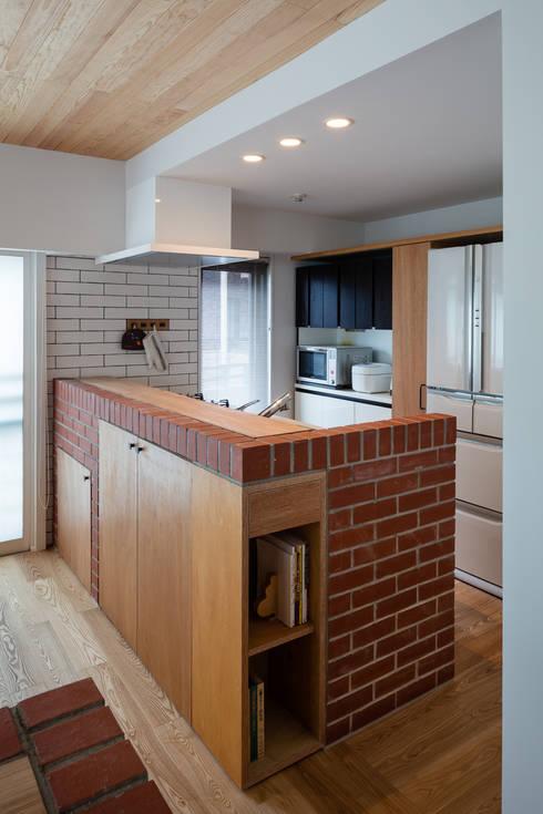 廚房 by 内海聡建築設計事務所