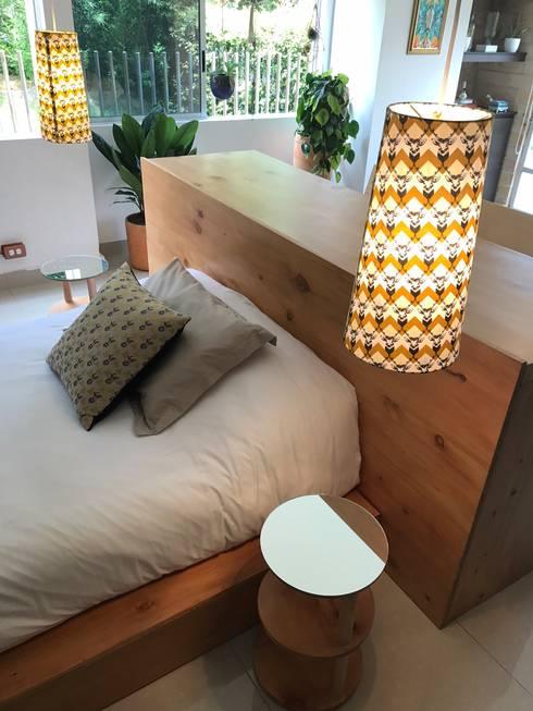 LUZ : Habitaciones de estilo mediterráneo por Aluzina