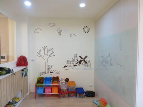 鄉景-李公館:  嬰兒/兒童房 by 伊梵空間規劃設計