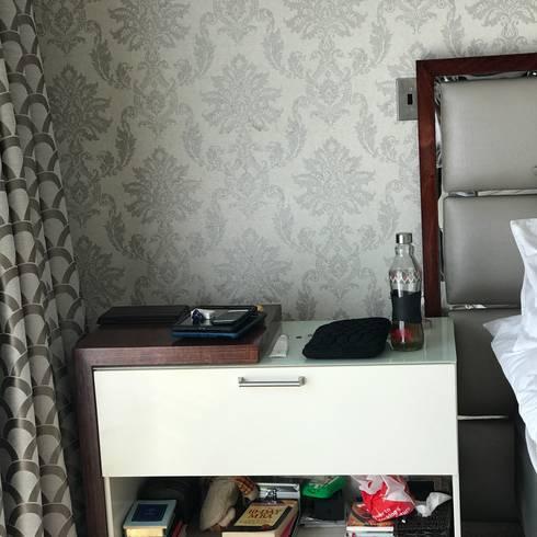 Luxe Bedroom Suite : modern Bedroom by Indoni Interiors