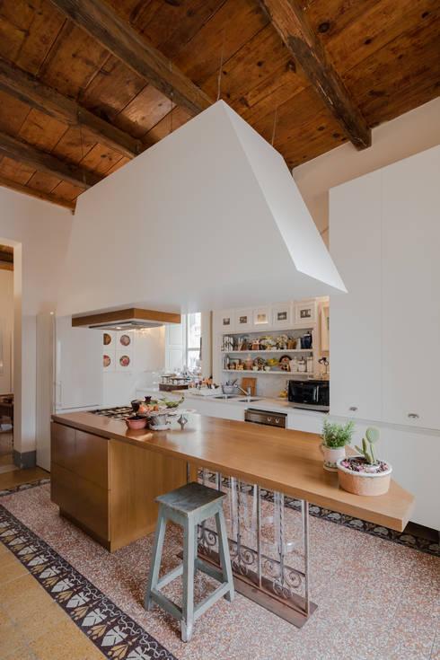Casa per amici: Cucina in stile  di Officina29_ARCHITETTI