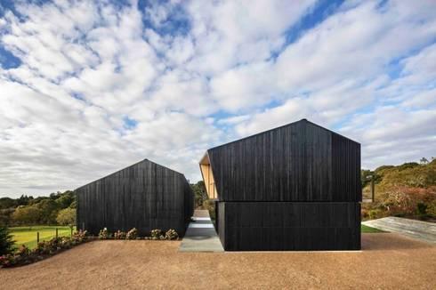บ้านไม้:  บ้านไม้ by รับเขียนแบบบ้าน&ออกแบบบ้าน