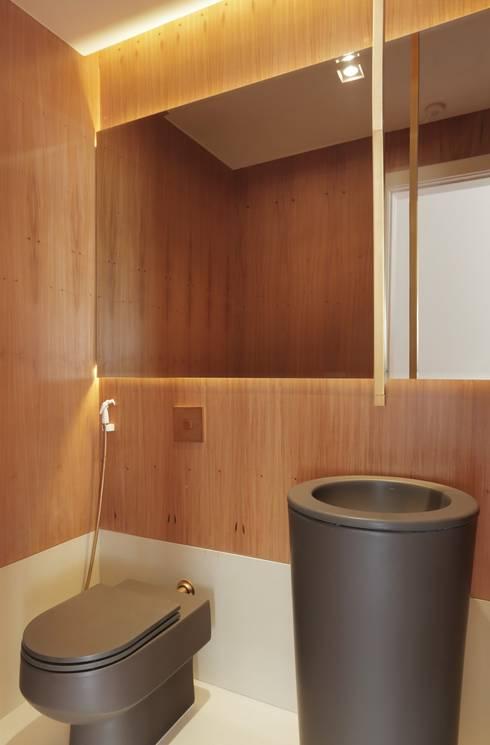 minimalistic Bathroom by Paula Müller Arquitetura e Design de Interiores