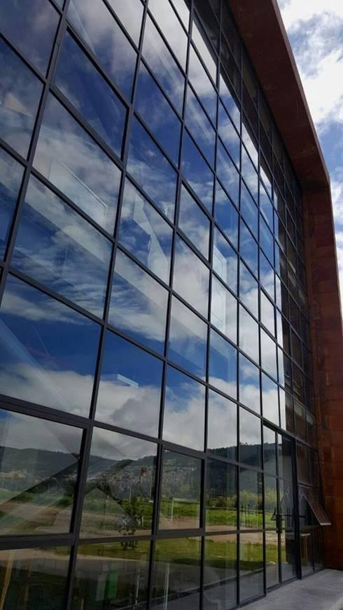ECI:  de estilo  por Ingenieria  En Diseño Arquitectónico