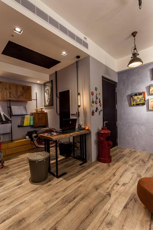 輕工業風溫馨小木屋:  書房/辦公室 by 傑羅設計事業有限公司