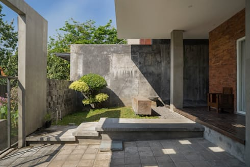 Area Teras View 1:   by CV Andyrahman Architect