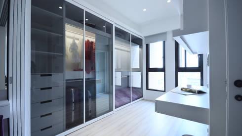 現代風格寧靜休閒風:  更衣室 by 瓦悅設計有限公司