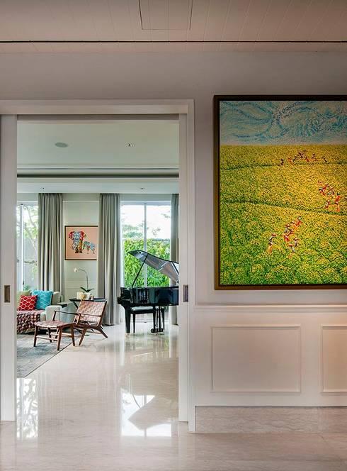 Cajuputi House:  Koridor dan lorong by EIGHT IDEA