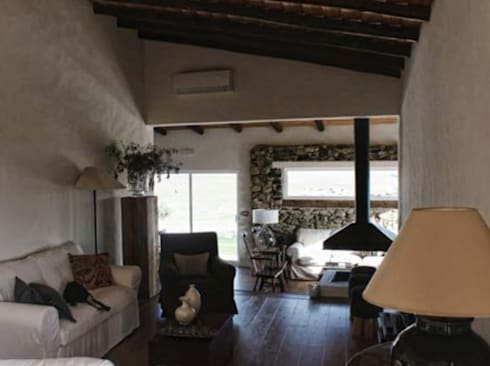 rustic Living room by Grupo Norma