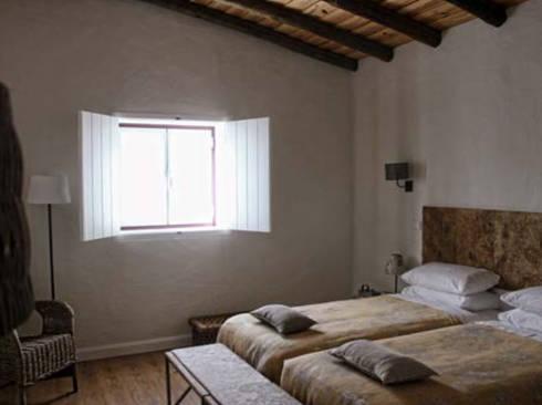 rustic Bedroom by Grupo Norma