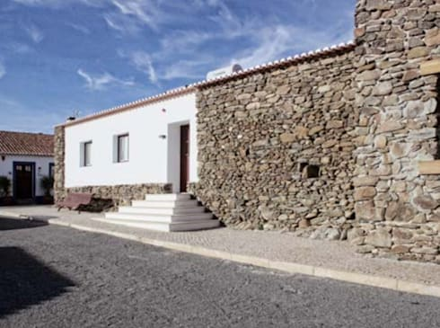 rustic Houses by Grupo Norma
