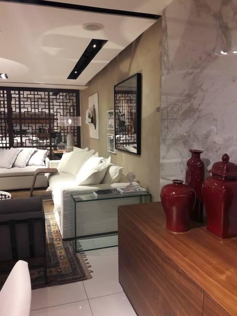 Apartamento Contemporâneo criado para a mostra Arte + Design - Vitrine loja Vivence Interiores Casashopping - Lucio Nocito Arquitetura:   por Lucio Nocito Arquitetura e Design de Interiores