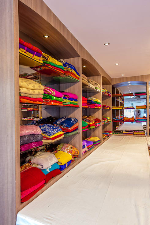 Creciva Ethnic Wear Boutique:  Commercial Spaces by The Workroom
