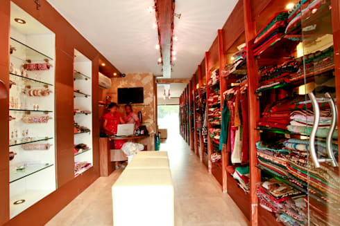 Boutique in Gurgaon:  Commercial Spaces by The Workroom