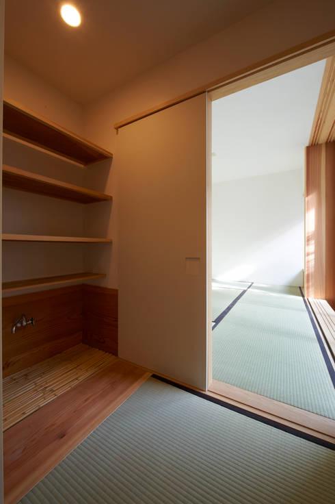 田園調布の家: アトリエモノゴト 一級建築士事務所が手掛けた和室です。